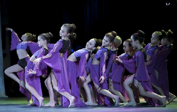 Танцевальное шоу: яркие эмоции в современном искусстве