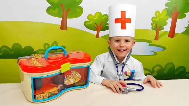 Даник играет в Доктора - Интересное видео для детей с докторским набором Battat. For Kids Children