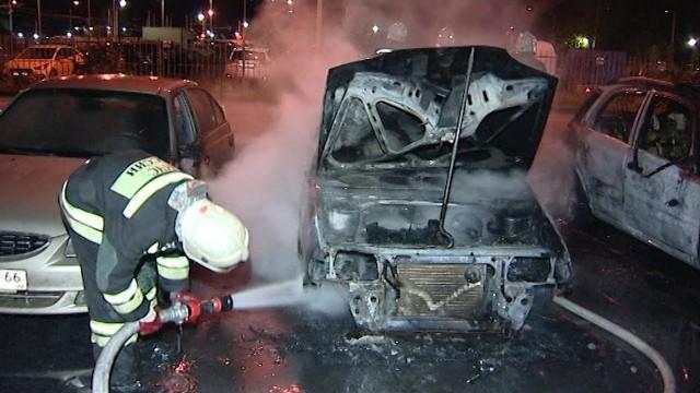 """В 3 ночи, возле """"Трёх капитанов"""" сгорели 3 авто - мистика да и только"""
