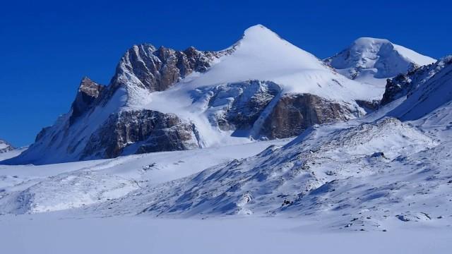 Ледник и высокогорное озеро Петрова. Клуб Путешественников Gde.kg