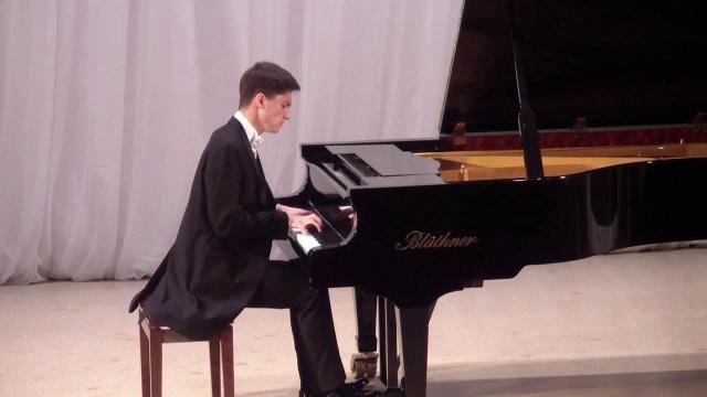 Николай Кузнецов (ф-но) (Москва). Концерт в ДШИ г. Заречного 01.10.2018 в честь Дня музыки